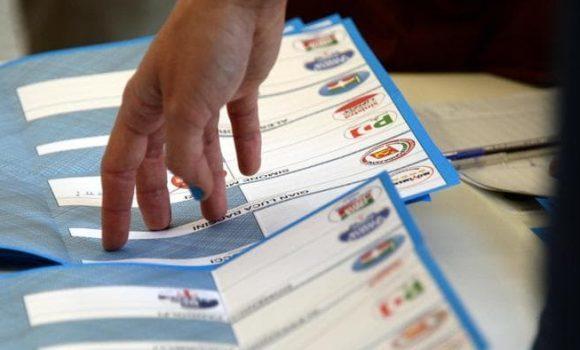 Tredici liste, cinque candidati sindaci: il ballottaggio è assicurato