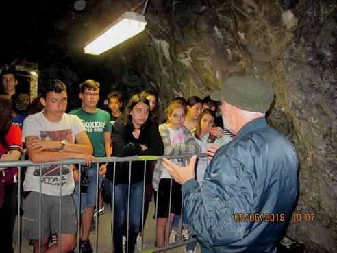 Le scuole in visita al rifugio antiaereo d'Ivrea
