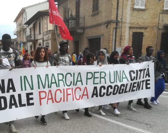 In tanti alla Marcia PerugiAssisi per la pace e per Riace
