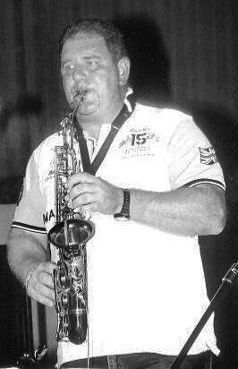 Sandro Raga tra lacrime e musica