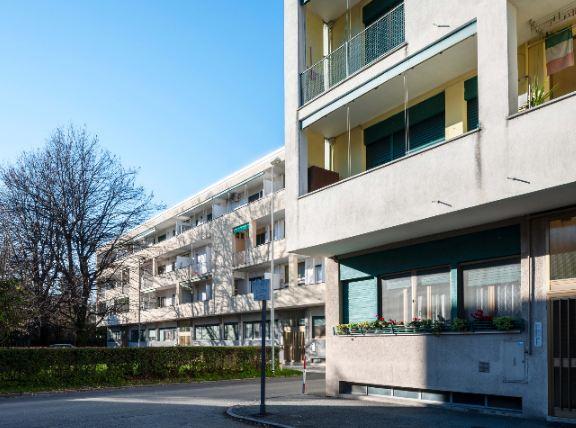 Camminata urbana tra i quartieri storici residenziali Olivetti d'Ivrea