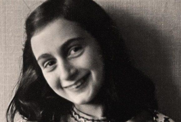 """Le stesure originali del """"Diario"""" di Anne Frank alla Libreria Mondadori"""