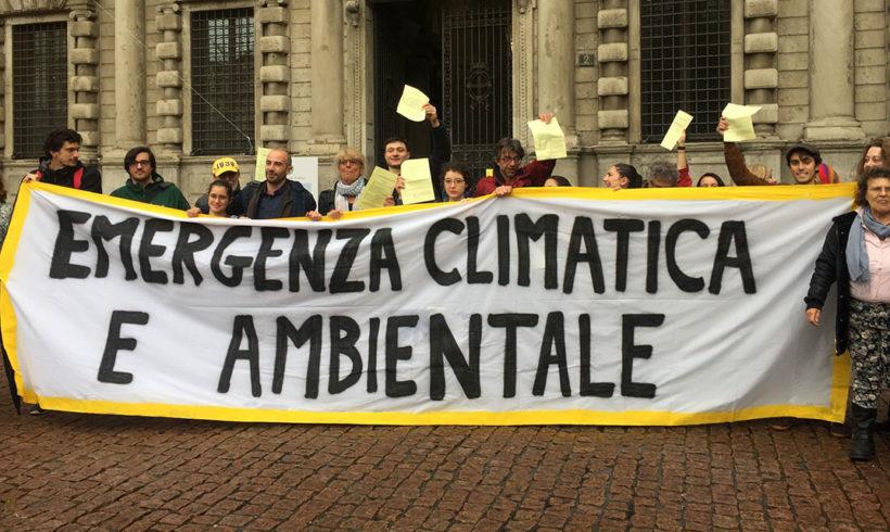 La consigliera negazionista deride i giovani ambientalisti
