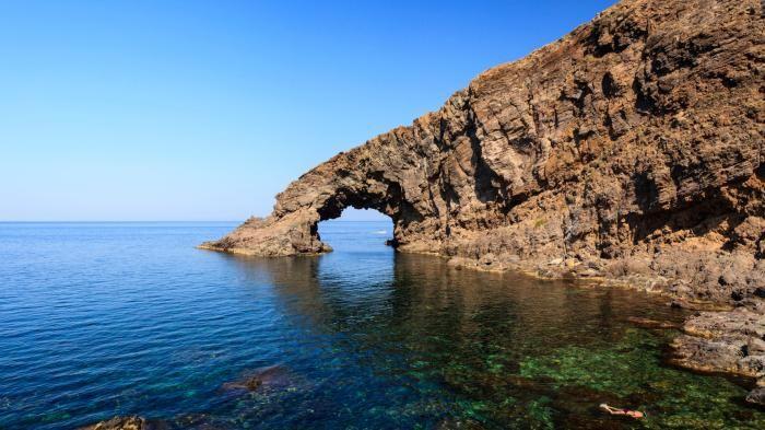 Pantelleria. Il virus isolato.