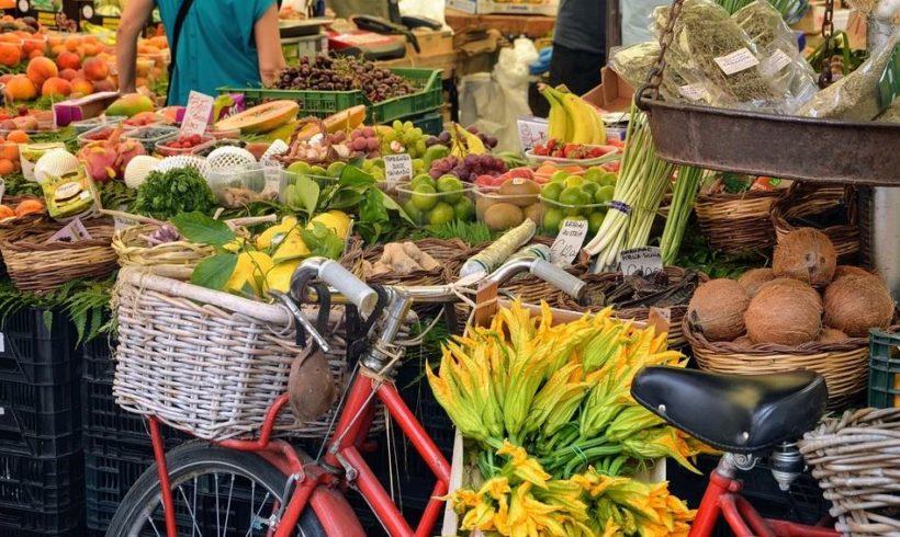 Buoni spesa e collette alimentari: Comuni e mondo no-profit in soccorso di chi è rimasto senza stipendio